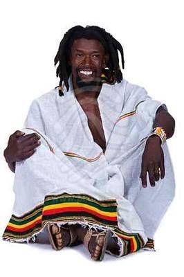 Vestimenta rastafari (Fuente: https://alexrayondotes.files.wordpress.com/2011/07/cf4cb-portrait-of-rasta-man-with-traditional-clothes-1.jpg)
