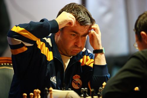 El peculiar ajedrecista ucraniano Vasili Ivanchuk (Fuente: https://alexrayondotes.files.wordpress.com/2011/10/8a05c-ivanchuk252822529.jpg)